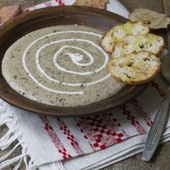 Cуп-пюре из белых грибов с хрустящими гренками