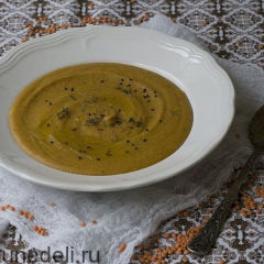 Чечевичный суп с консервированными томатами