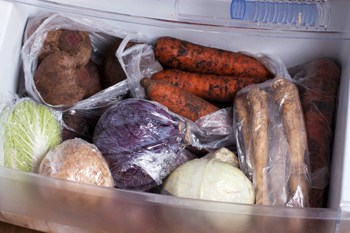 Nizhnjaja polka holodil'nika-hranenie ovoshhej i fruktov zimoj