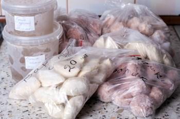 Domashnie polufabrikaty-produkty v holodil'nike