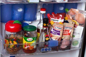 Ketchup i majonez-produkty v holodil'nike