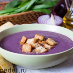 Суп-пюре из краснокочанной капусты с чесночными гренками