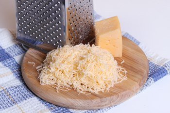 Tverdyj syr-produkty v holodil'nike