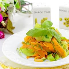 Лапша из моркови и кабачка