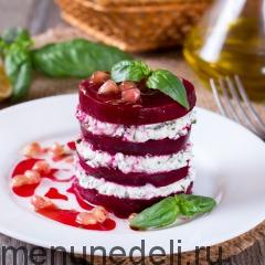 Салат из свеклы Наполеон подача