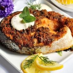 Запеченный лосось с хлебной корочкой