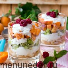 Фруктовый салат с кокосовой стружкой