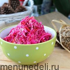 Готовый маринованный салат из капусты подача