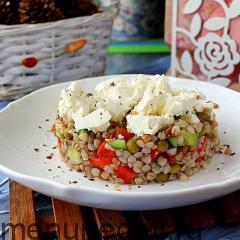 Салат из гречки с овощами и фетой