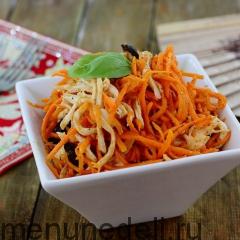 Салат с морковью, черносливом и курицей