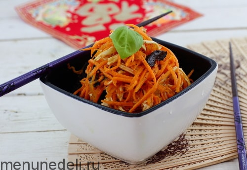 Рецепт салата с морковью, черносливом и курицей