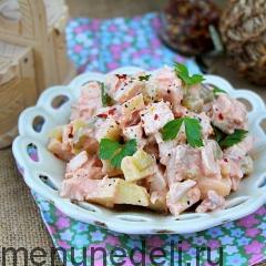 Салат из курицы, огурцов и яблок