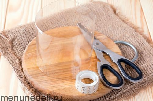 Готовое кольцо для формирования слоеного салата с языком