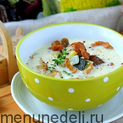 Суп с лесными грибами и цуккини подача