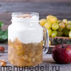 Виноградно-яблочный десерт с творогом и медом
