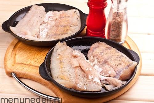 Филе судака в порционных сковородочках - судак с грибами в сливках