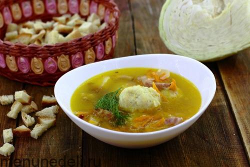 Суп с капустными галушками и копченой грудинкой