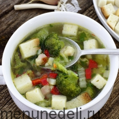 Чесночный суп с копченой грудинкой и овощами