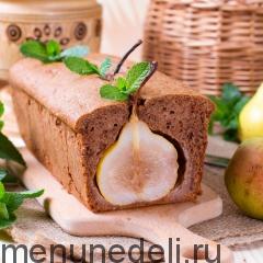 Шоколадный кекс с грушами на разрез подача
