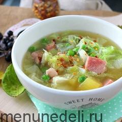 Суп с пекинской капустой и копченостями подача