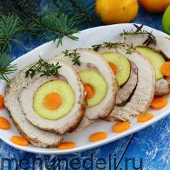 Мясной рулет с яблоками и морковью