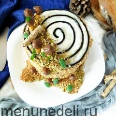 """Украшенный торт """"Трухлявый пень"""" по классическому рецепту"""