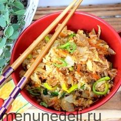Рис с овощами и пекинской капустой