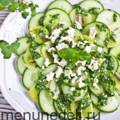 Освежающий салат из огурцов с мятной заправкой