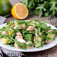 Салат с рукколой и печенью трески