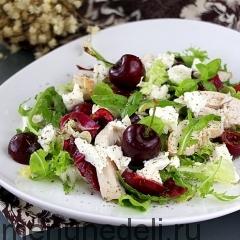 Салат с курицей и черешней