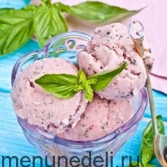 Клубнично-базиликовое мороженое
