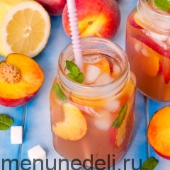 Холодный чай с персиками