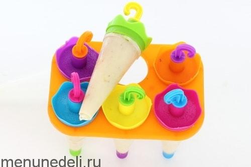 Кефирное мороженое с бананом готово