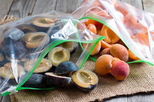 Как правильно заморозить абрикосы и сливы | Меню недели