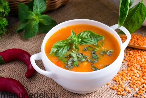 Турецкий суп с булгуром и чечевицей подача