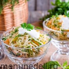 Салат из репы и овощей со сметаной