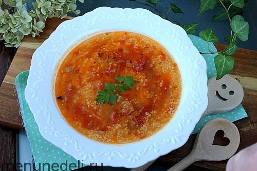 Суп из кускуса с вялеными томатами подача