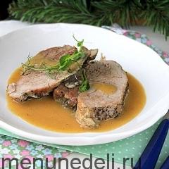 Тушеная свинина с луковым соусом