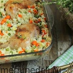 Куриные окорочка с рисом и овощами в духовке