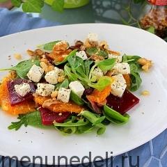Зеленый салат со свеклой и мандаринами
