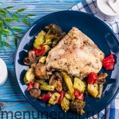 Диетическая курица с овощами в духовке