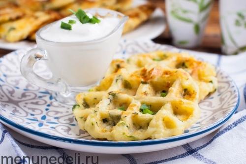 Готовые картофельные котлетки - картофельные котлетки в вафельнице