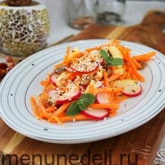 Морковный салат с редисом и изюмом