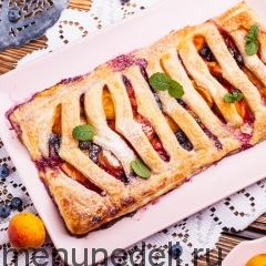 Пирог-жалюзи с абрикосами и голубикой