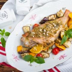 Рыба в соусе песто с овощами