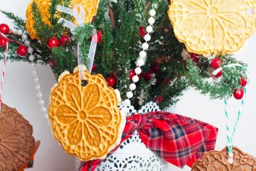 Вафельные снежинки для елки