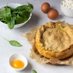 Пирог с курицей, шпинатом и творогом