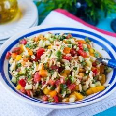 Итальянский салат с орзо и базиликом