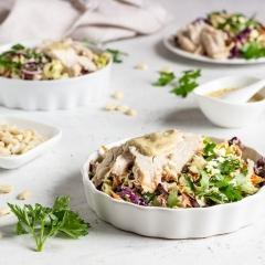 Салат из индейки с овощами и арахисом