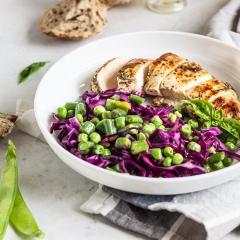 Теплый салат с куриным филе и овощами